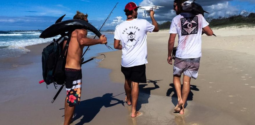 Australian drone enthusiasts have caught big tuna with from the beach with the help of drones.